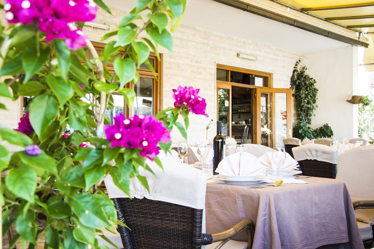Restaurant - Tavern Feral